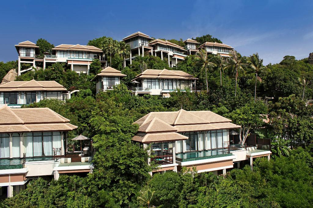 Overlooking the sapphire waters of scenic Lamai Bay, the resort is nestled in a series of cascading terraces on a private hill cove in the south-eastern coast of Koh Samui.