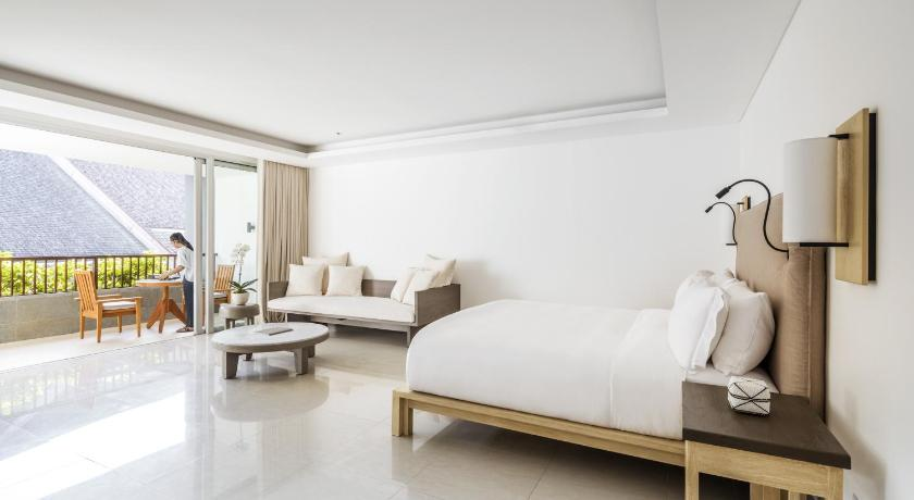 Como Uma Canggu is one of the most luxury hotels in Bali. It is the best place for a family vacation or a fun holiday with friends!