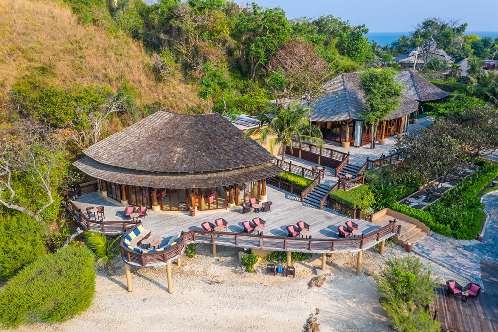 Paradee Resort is the best secluded island to have privacy and comfort. It is the best resort to have your honeymoon or a romantic holiday fun!