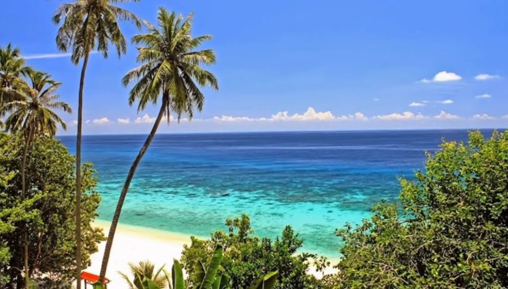 Best Vacation in Indonesia, Pulau Weh will make you feel like you are in Maldives. This Beautiful Island  is a great place for snorkeling and diving.
